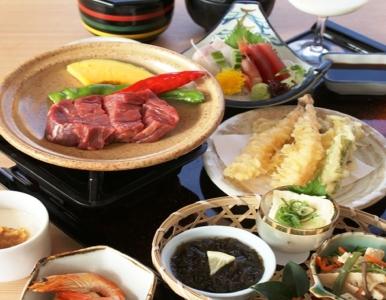 京のおばんざいや京肉じゃがなど、京野菜をふんだんに使った、京都ならではのメニューをお届けしています