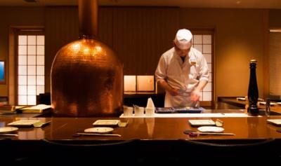 大阪・北新地の串カツ店でご活躍を。未経験から高級食材を使った串カツの調理と、接客が学べます!