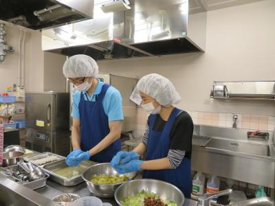 ご利用者によってお食事の形態は様々。柔軟に対応しながらお仕事に取り組んでください