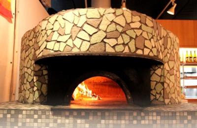 自家栽培野菜を使ったナポリピッツァを焼くのは、本場・ナポリ公認の職人!真のピッツァ作りが学べます◎