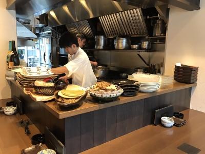 個人店ならではのアットホームな空間が広がる「和彩 かくや」にて、調理スタッフを募集。