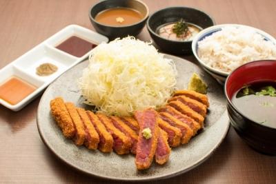 奈良市内で営業する「牛カツ専門店」2店舗で店舗スタッフを募集。