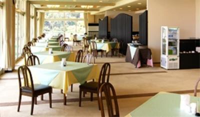 ゴルフ場併設のレストランにて、接客~調理までお任せします。