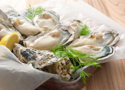 新鮮な牡蠣を使用したシーフード料理が自慢のダイニングで、料理長としてご活躍を。
