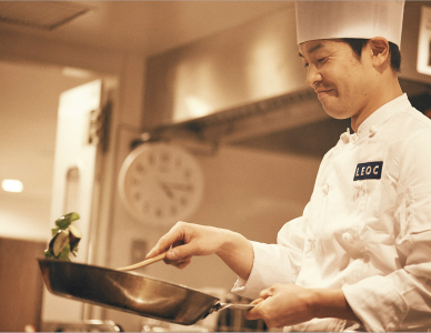 当社には長年の調理経験と素晴らしい技術を持っている料理人が多数、在籍中。