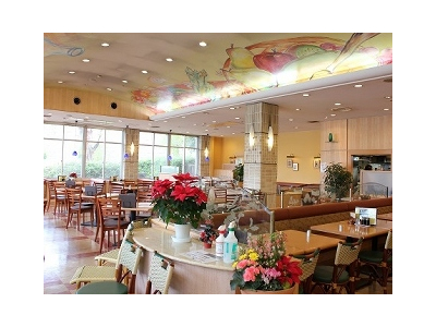 レストランやカフェなど多様な店舗を運営するサービスエリアにて、事務員スタッフを募集!
