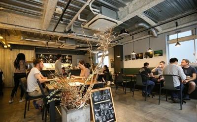 new openのスタイリッシュなホステルブランドのカフェで店長として活躍しませんか?