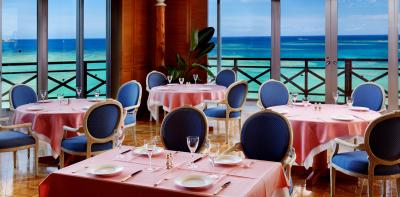 沖縄の有名リゾートで、サービススタッフとして働いてみませんか?