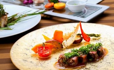 レストランでは、久米島のスローフードをふんだんに使った、こだわりの和洋創作料理を提供しています。