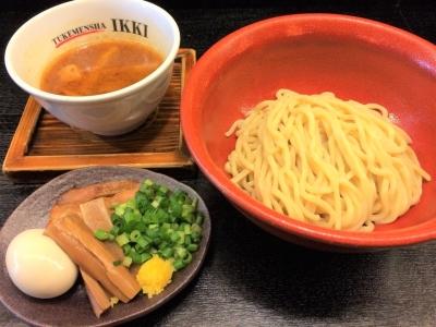 「一輝」は、専用麺「99.99(フォーナイン)」や18時間かけて作り上げる濃厚スープなどが特徴