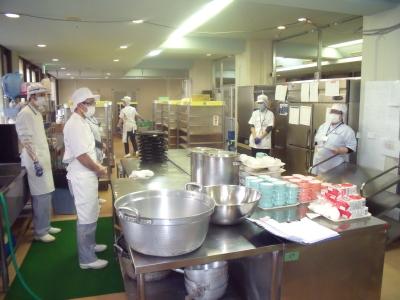 調理場はリニューアルしたばかりで、最新機材も導入しています。ピカピカの職場でスタートをきりませんか?