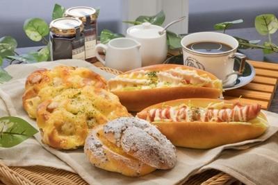 毎日、早朝からパン職人達がパンを焼いています。