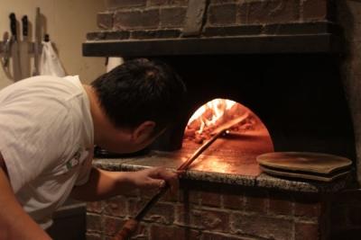 バンビーナといえば美味しいピッツァ。ピッツァ職人が1枚ずつ丁寧に焼き上げます。