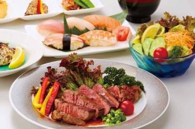 ディナーメニューでは、お寿司+ステーキなどのコースメニューも提供