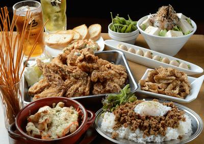 骨付き鶏&から揚げ、漬け込みハイボールが人気の居酒屋でホールスタッフを募集します!