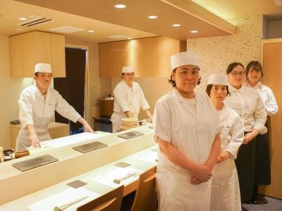 オープン間もないながらも高評価の高級寿司店で、寿司職人としてのスキルをみがいていきませんか?