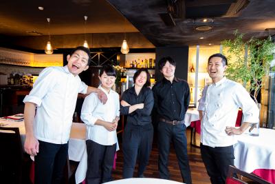 創作イタリアンと新感覚の串揚げを提供するレストラン2店舗での募集です。