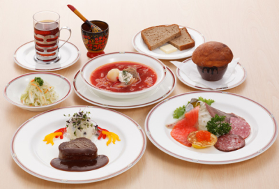 京都市内で50年近く続く老舗のロシア料理レストランでホールスタッフとしてご活躍を♪