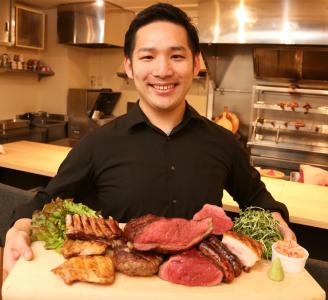 お肉をお腹一杯食べていただき、笑顔と健康なっていただくお仕事です。