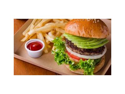 多彩なラインナップのハンバーガーは好評!中でもアボカドチーズバーガーは大人気