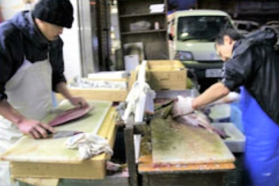鮮魚の卸専門商社「魚芳(うおよし)」で鮮魚加工スタッフ募集!