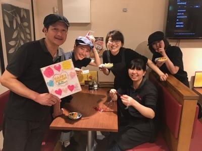 日本人スタッフとタイ人スタッフがチカラを合わせ、より良いお店づくりを行っています◎