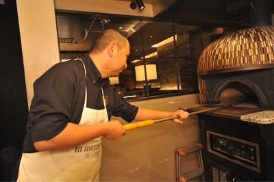 本格的なピザ窯で生地~成形~焼きまでの一連の技術が習得できます。