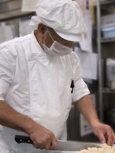 幅広い年代の調理師さん・調理員さんが活躍しています