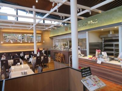 レストランのほか、イートインスペースを設けた店舗もあります。美味しい笑顔を身近に感じましょう。