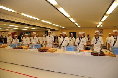 確かな調理の技術が身につくほか、専門技術が習得できる研修もありますよ
