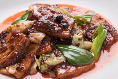 中国の甘味噌「甜麺醤(テンメンジャン)」を使用し、甘みとコクを出した回鍋肉(ホイコーロー)。