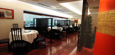 フカヒレや北京ダックなど、本格高級中国料理のスキルを磨けます。