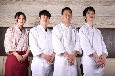 カジュアルに楽しめるお店や高級店で寿司職人としてご活躍ください