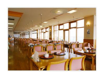 レストランの窓からは、四季折々で移り変わる絶景が眺められます◎