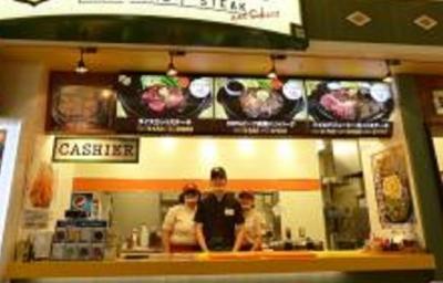 商業施設内のフードコートでの店舗スタッフ!肉好きの方に人気の業態です。