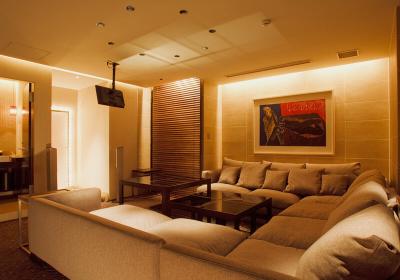 ラグジュアリーな大型個室のあるイタリアンや和モダンなレストランなど、いずれかに配属となります。