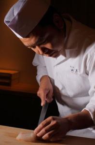 TV番組などメディアでも活躍する総料理長のもとで日本料理の技術が磨けます。