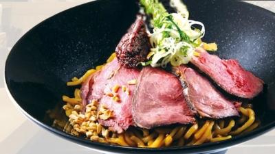 肉のうまさを存分に味わえるローストビーフ+油そばの新感覚な麺料理をご提供している店舗です。