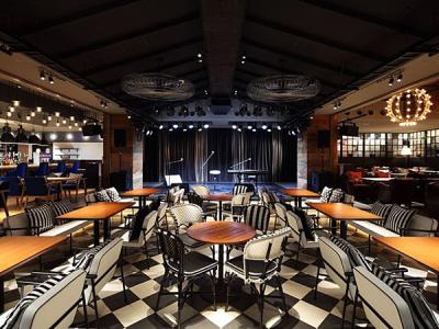 300席の大型ライブレストラン