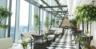 西梅田ブリーゼブリーゼ 33F、地上160mに位置するカフェ&バーで、ホールスタッフ募集。