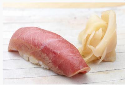 食材は日本の魚河岸から空輸で届きます。最高級の素材をつかって鮨を握ってください。