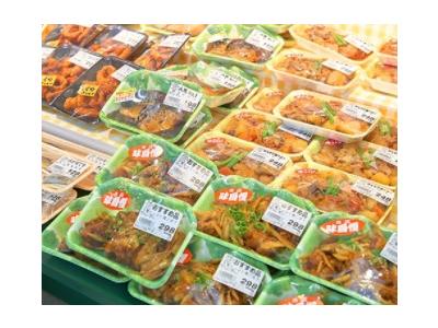 高知県各地にあるお惣菜店での店長候補!定着率日本一を目指す企業で、腰をすえて働きませんか?