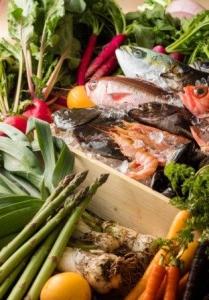 厳選小麦や三浦半島の農園で採れた野菜、駿河湾の市場から届く鮮魚など、新鮮な食材にこだわっています。