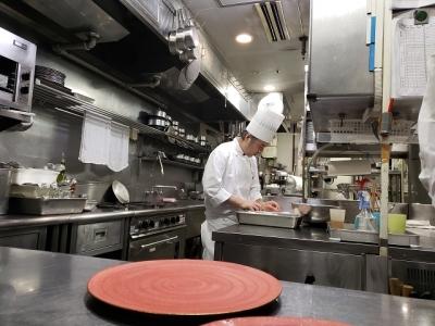 JAグループが運営する鉄板焼きレストランで、将来の料理長をめざしませんか。