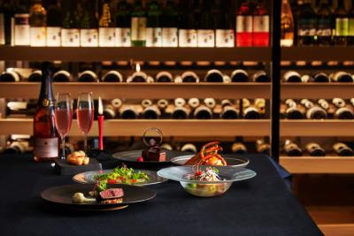 店内には大きなワインセラーを備え、イタリア産を中心に豊富なワインをラインナップ。