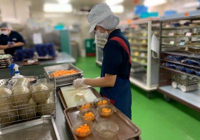 直営の厨房なので、調理師が作ったものをそのままお届けする、充実した給食サービスの提供を実現しています