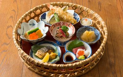 彩り鮮やかな和定食を、リーズナブルな価格にてご提供する和食店も。