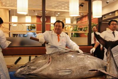 マグロ大王こと木村社長が世界各地から仕入れた新鮮なネタを格安で提供している「すしざんまい」。