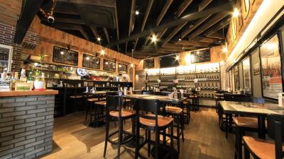 江坂にある「肉バル AUGUS」は、コスパもよい、カジュアルなお店です。
