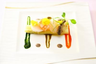 高級食材の調理法を身につけ、ベテラン料理長から学べるチャンスもあります。